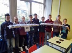 Schüler bauen Brücken und sammeln Wettbewerbserfahrung