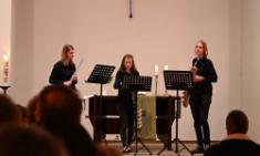 Q2-Schülerinnen und Schüler musizieren