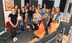 Cool und kurzweilig - AG besucht Radio Q